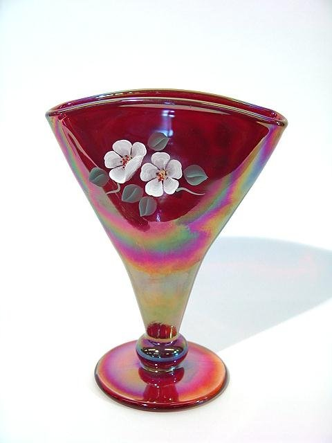 974: ARTIST SIGNED FENTON HAND PAINTED FAN VASE