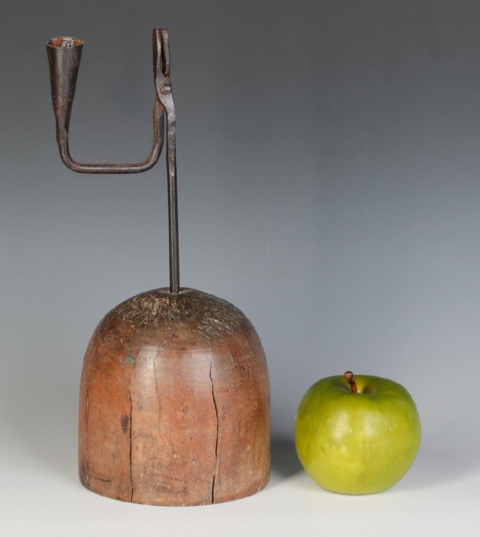 AN 18THC. IRON RUSHLIGHT HOLDER WITH CANDLE SOCKET - 5