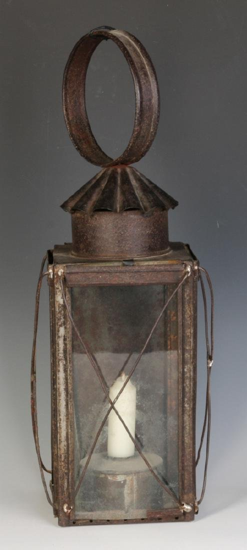A 19TH CENTURY TIN AND GLASS CANDLE LANTERN - 2