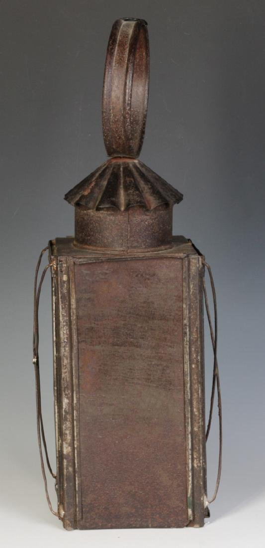 A 19TH CENTURY TIN AND GLASS CANDLE LANTERN - 4
