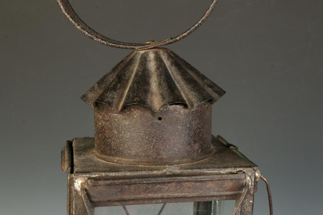 A 19TH CENTURY TIN AND GLASS CANDLE LANTERN - 5