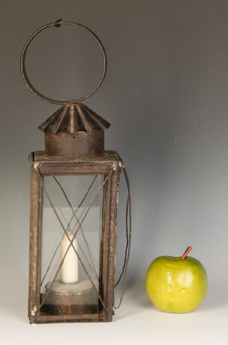 A 19TH CENTURY TIN AND GLASS CANDLE LANTERN - 6