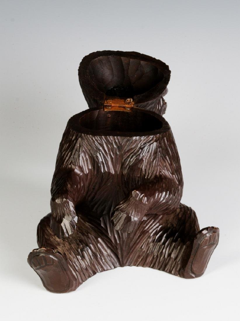 A BLACK FOREST CARVED FIGURAL BEAR CONTAINER - 7