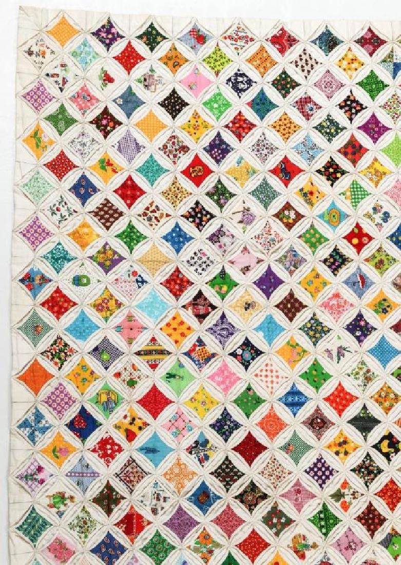 A VERY FINE VINTAGE 'CATHEDRAL WINDOW' QUILT - 3