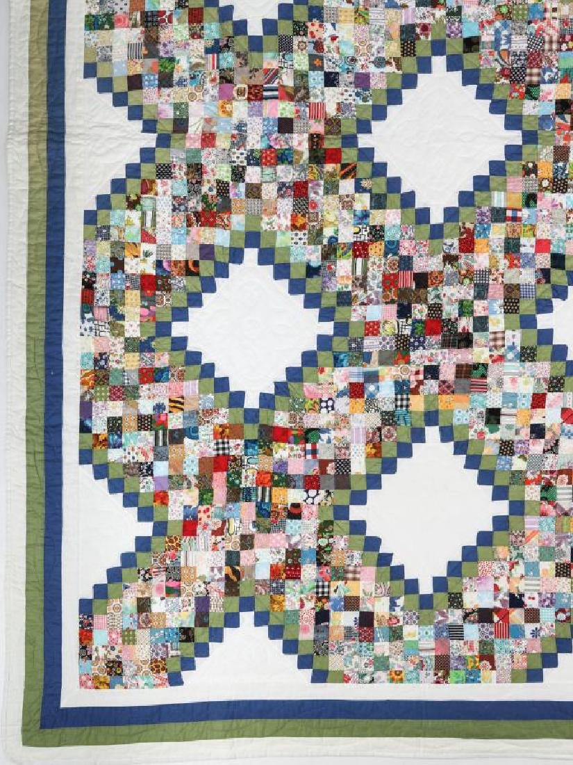 A VINTAGE 'POSTAGE STAMP IRISH CHAIN' QUILT - 3