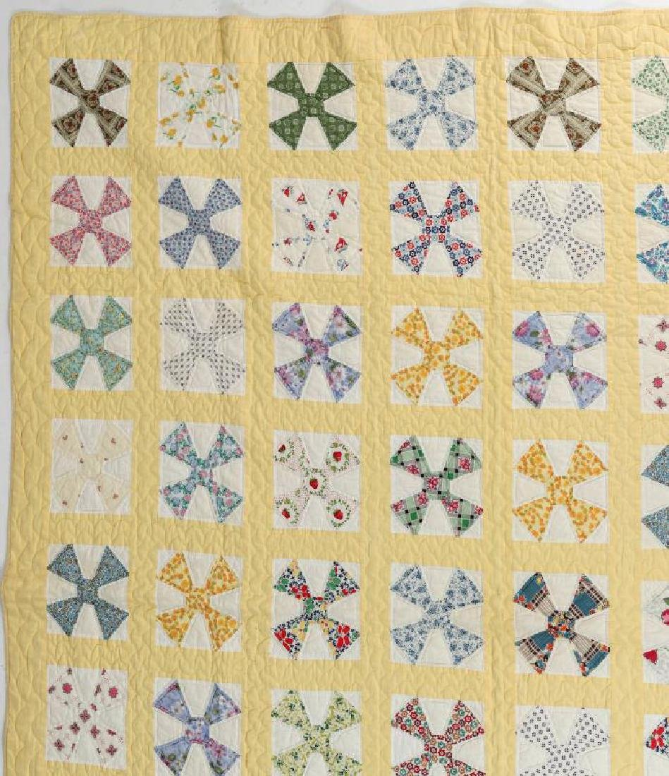 A 1930s 'MALTESE CROSS' FEEDSACK QUILT - 4