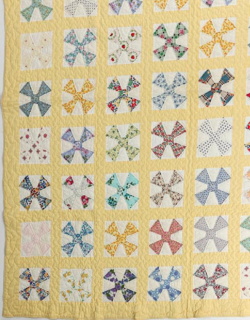 A 1930s 'MALTESE CROSS' FEEDSACK QUILT - 5