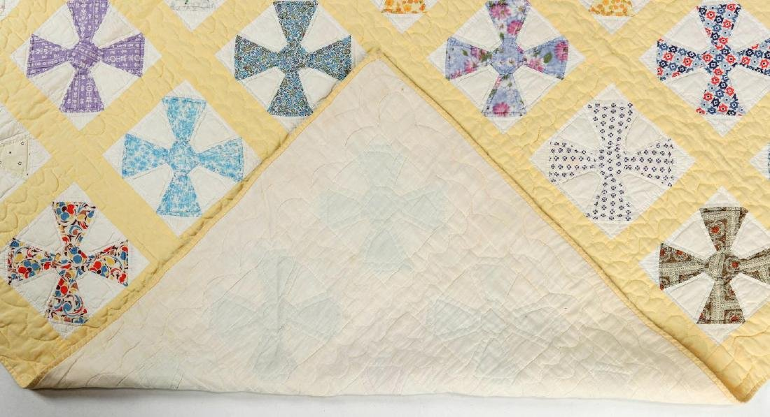 A 1930s 'MALTESE CROSS' FEEDSACK QUILT - 6