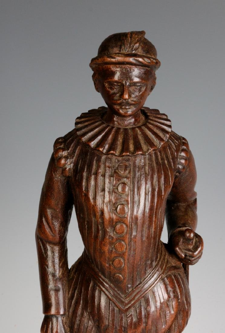 INTERESTING 19TH & 2OTH CENT CARVED WOOD FIGURINES - 2