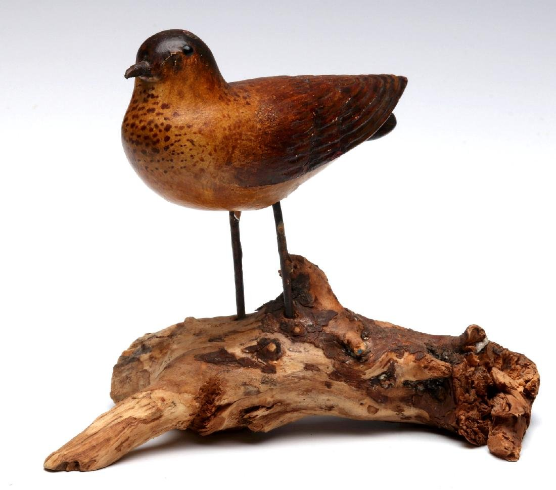 A GOOD EARLY 20TH C FOLK ART CARVING OF A BIRD