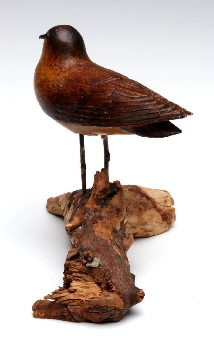 A GOOD EARLY 20TH C FOLK ART CARVING OF A BIRD - 5