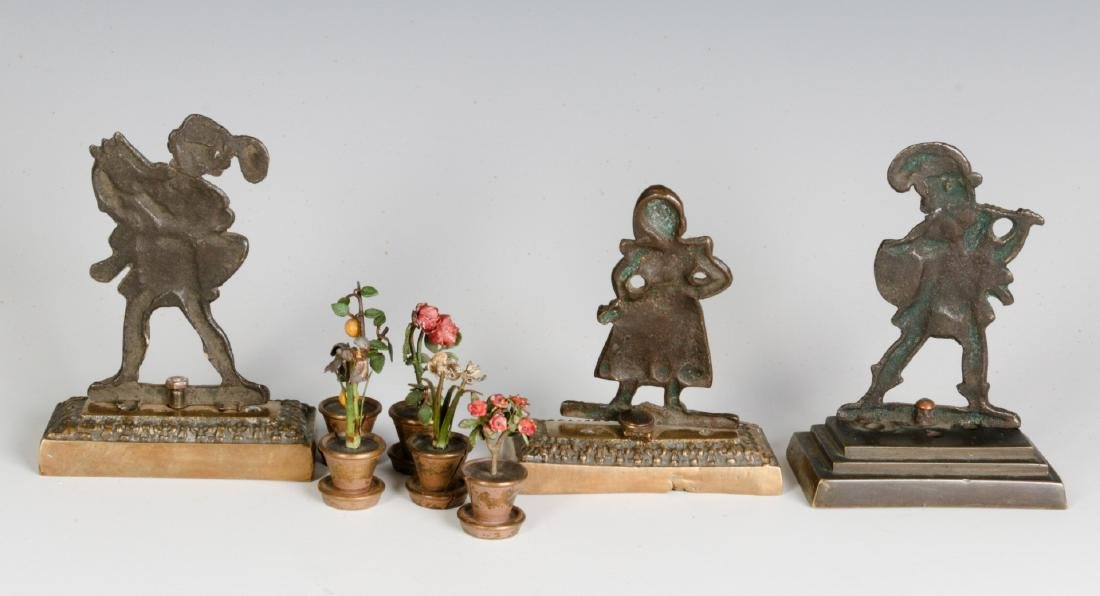 A GROUP OF SMALL EARLY 20THC. CAST BRONZE OBJECTS - 5