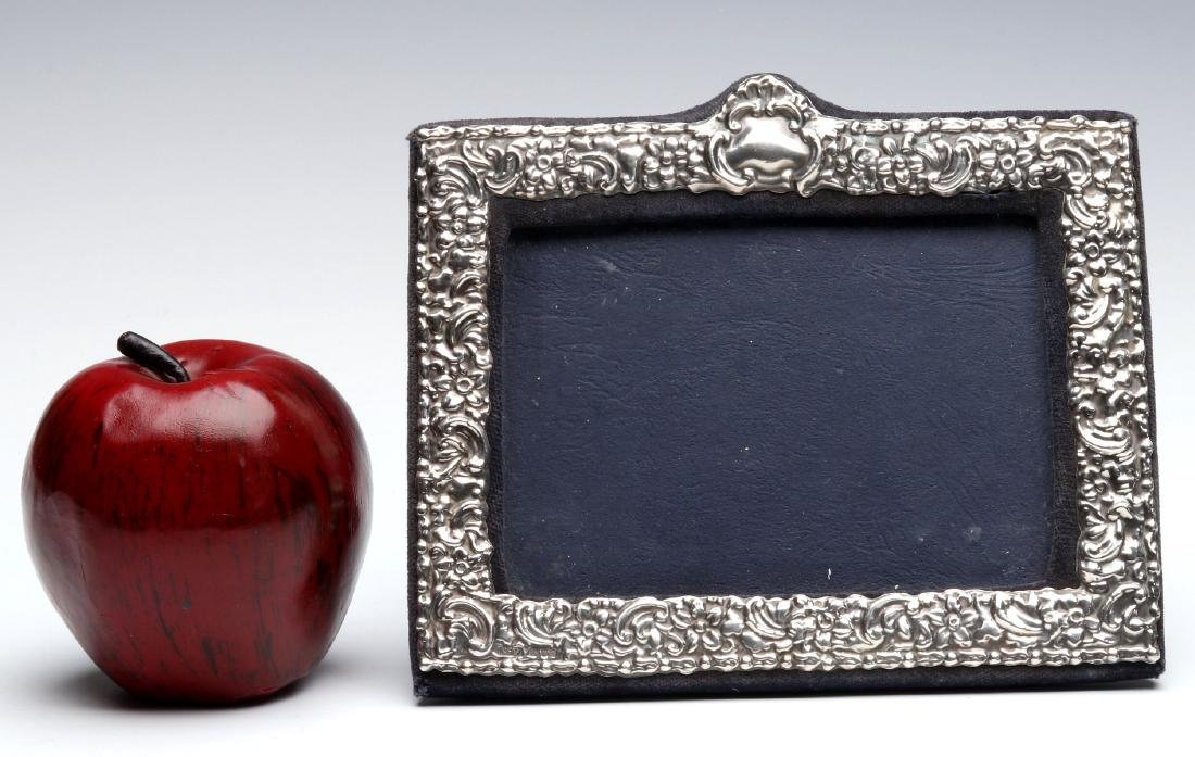 AN EARLY 20TH C.STERLING SILVER REPOUSSE FRAME - 2