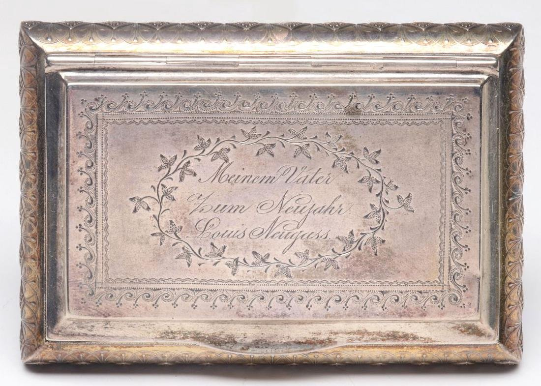 AN ANTIQUE CONTINENTAL STERLING SILVER PATCH BOX