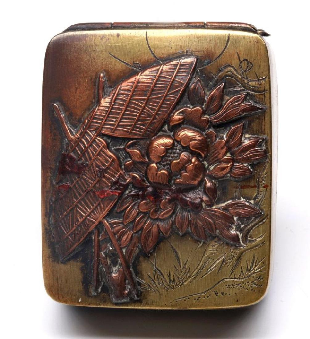 AN ANTIQUE MIXED METALS JAPONISM PILL BOX - 2