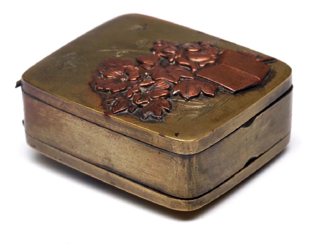 AN ANTIQUE MIXED METALS JAPONISM PILL BOX - 3