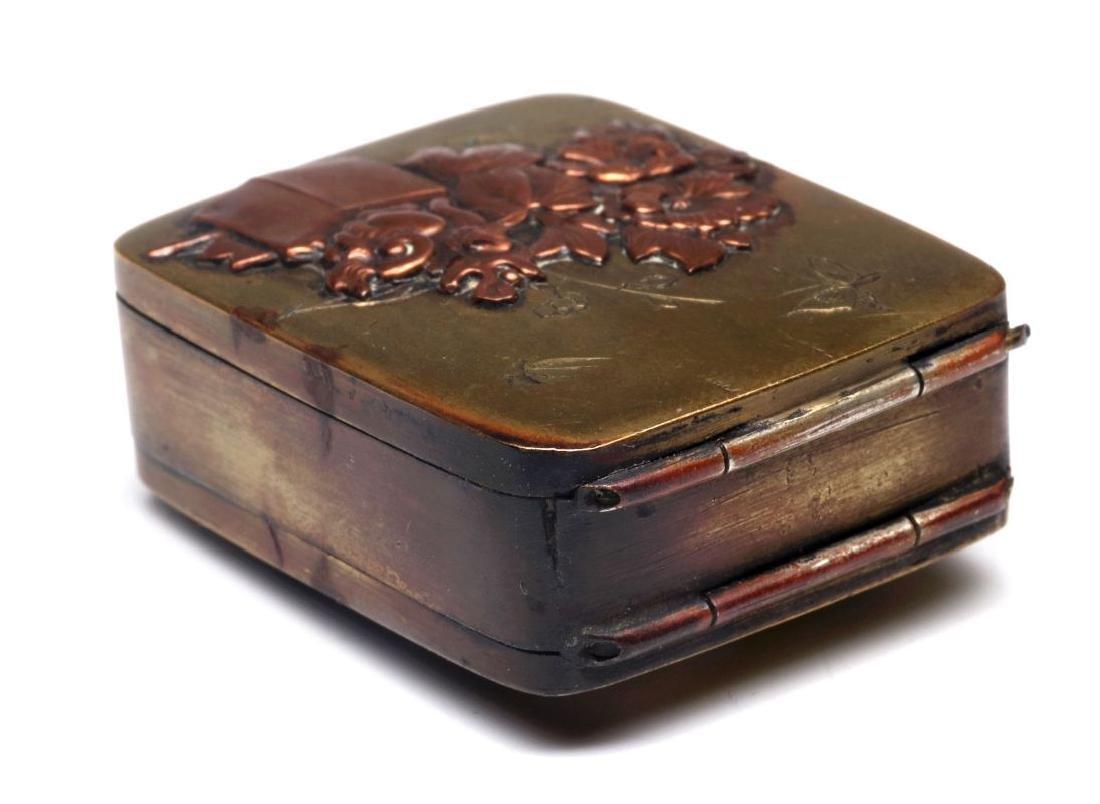 AN ANTIQUE MIXED METALS JAPONISM PILL BOX - 4