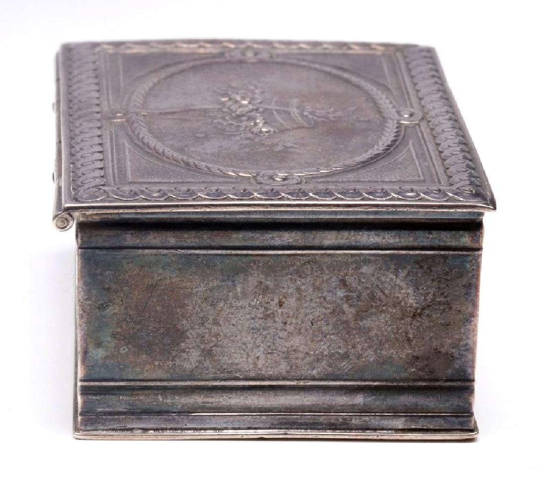 A 19THC. FRENCH ENGRAVED STERLING SILVER PATCH BOX - 3
