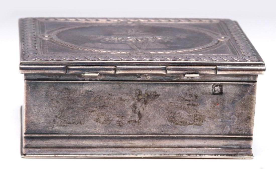 A 19THC. FRENCH ENGRAVED STERLING SILVER PATCH BOX - 5