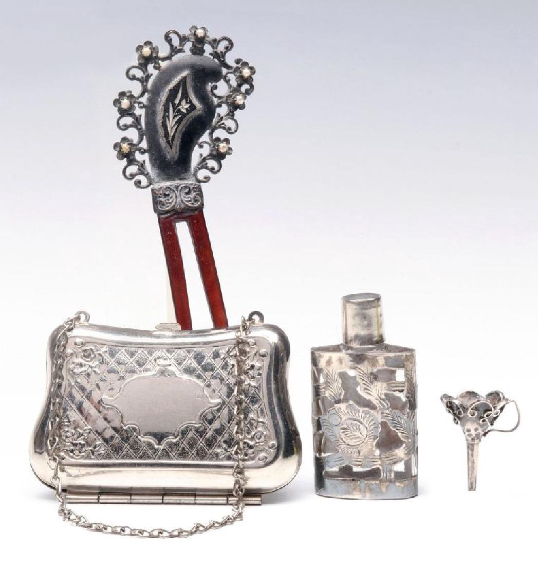 A COLLECTION OF ANTIQUE LADIES' ACCESSORIES