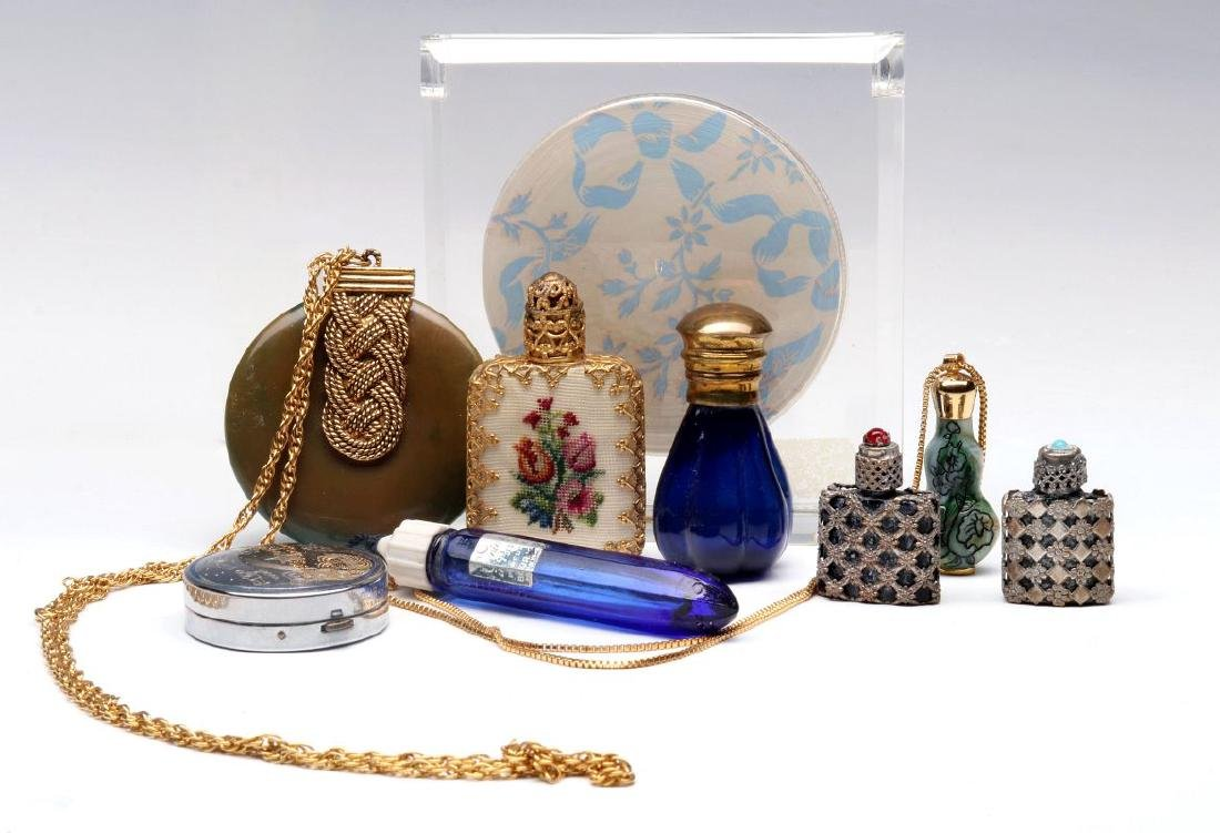 A COLLECTION OF VINTAGE PERFUMES AND COMPACTS