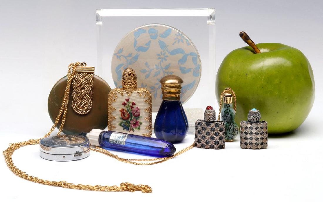 A COLLECTION OF VINTAGE PERFUMES AND COMPACTS - 2