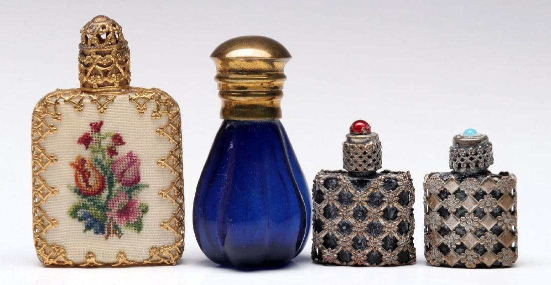 A COLLECTION OF VINTAGE PERFUMES AND COMPACTS - 3
