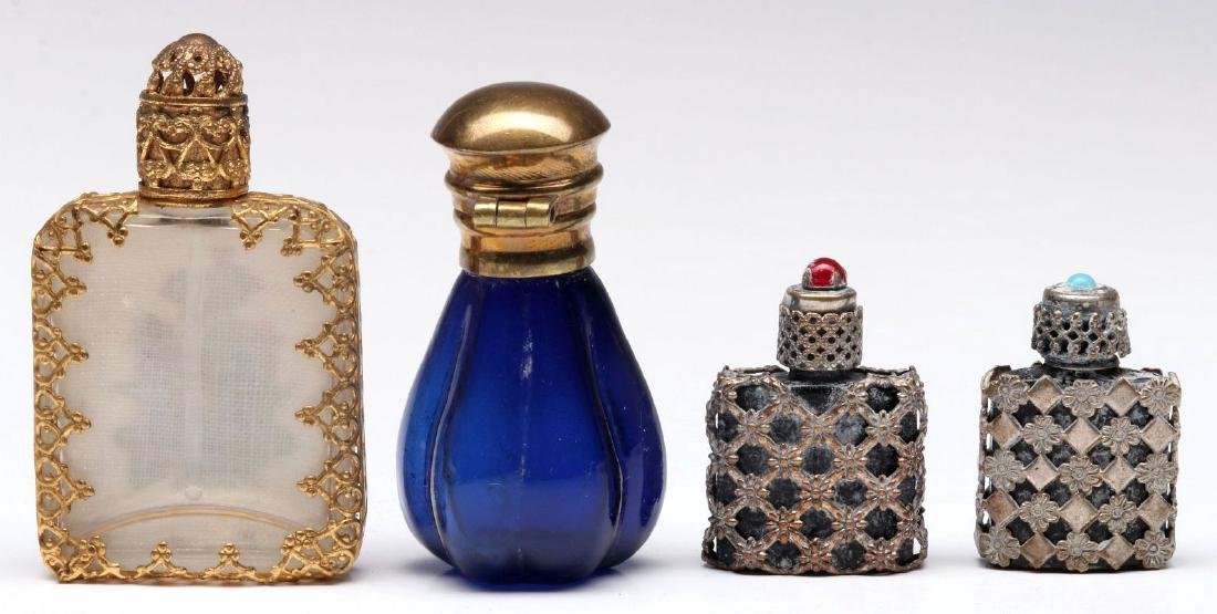 A COLLECTION OF VINTAGE PERFUMES AND COMPACTS - 4