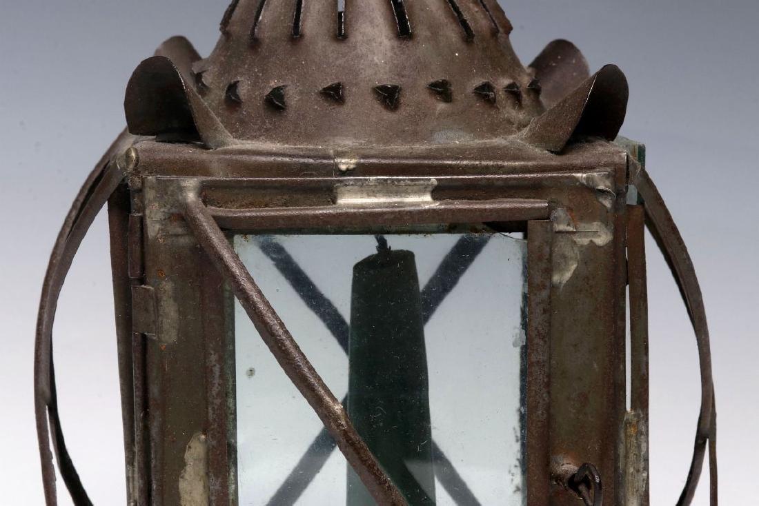 A 19TH CENTURY PIERCED TIN CANDLE LANTERN - 3