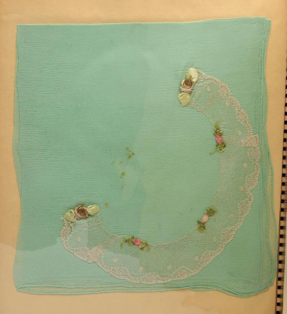 A COLLECTION OF ANTIQUE AND VINTAGE HANDKERCHIEFS - 7