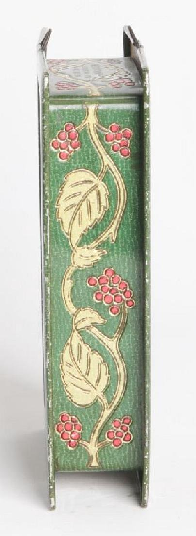 AN ENGLISH VICTORIAN LITHOGRAPHED TIN CONTAINER - 3