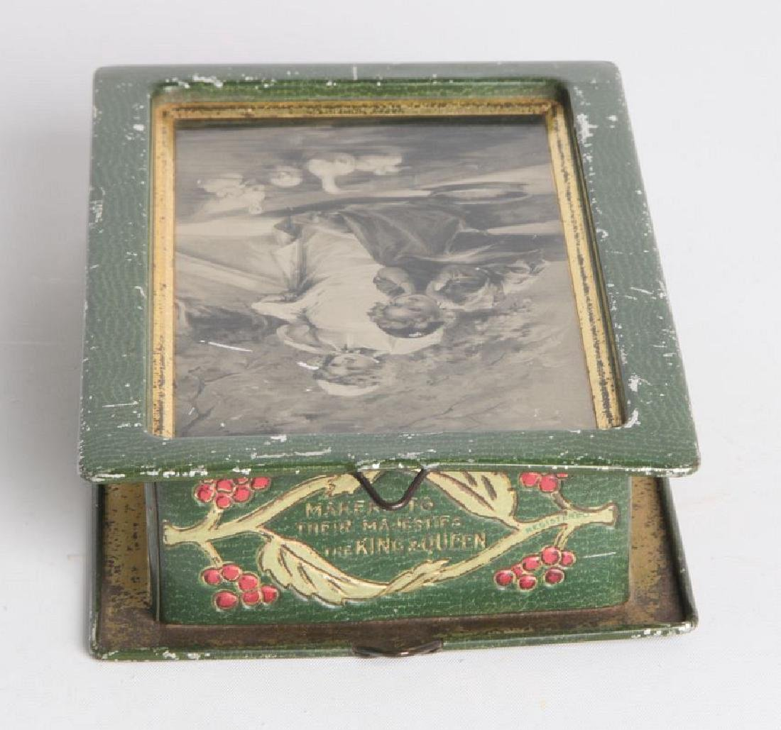 AN ENGLISH VICTORIAN LITHOGRAPHED TIN CONTAINER - 6