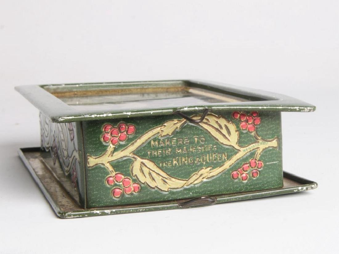 AN ENGLISH VICTORIAN LITHOGRAPHED TIN CONTAINER - 8