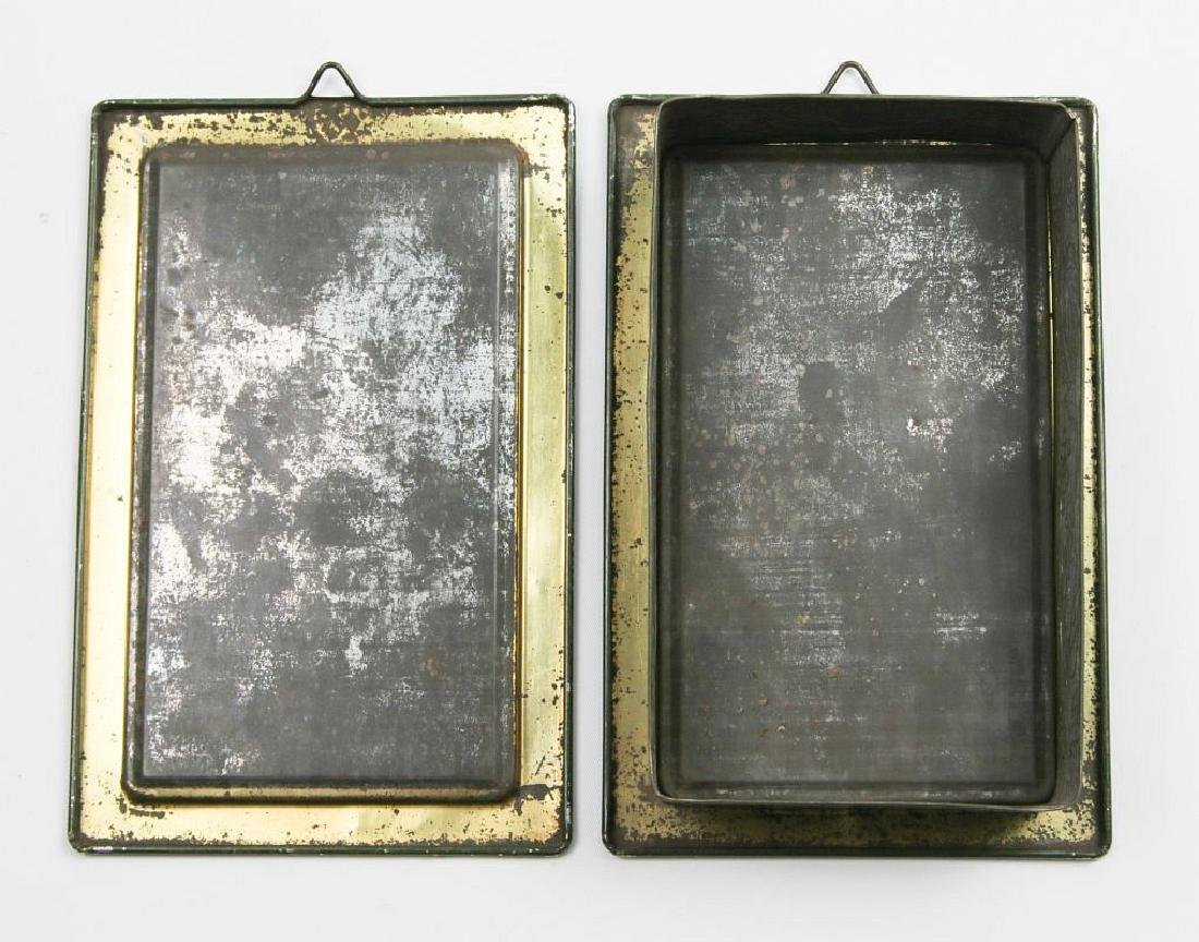 AN ENGLISH VICTORIAN LITHOGRAPHED TIN CONTAINER - 9