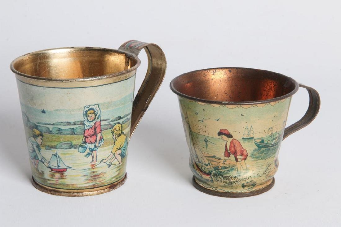 A PAIR CIRCA 1900 TIN LITHO CHILD'S CUPS