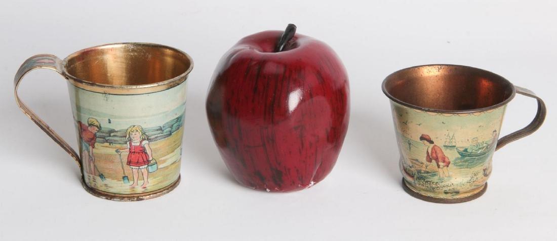 A PAIR CIRCA 1900 TIN LITHO CHILD'S CUPS - 5