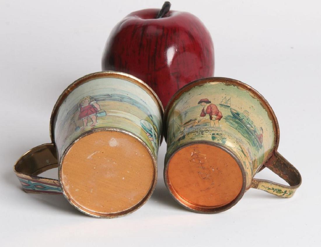 A PAIR CIRCA 1900 TIN LITHO CHILD'S CUPS - 6