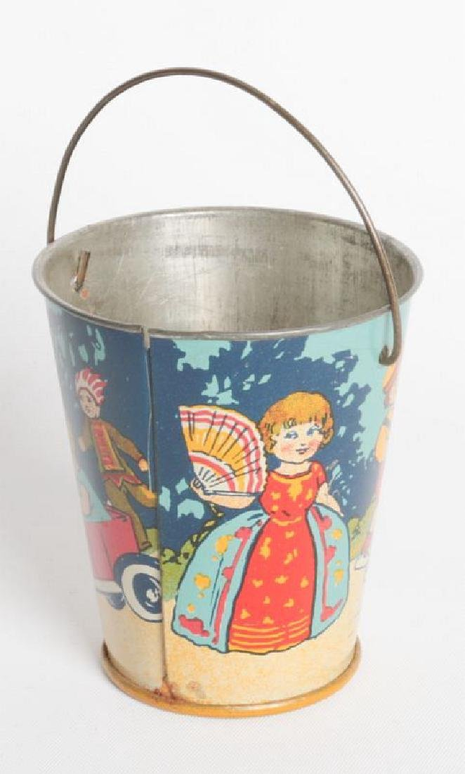 A CIRCA 1920 MINIATURE TIN LITHO CHILD'S SAND PAIL - 2