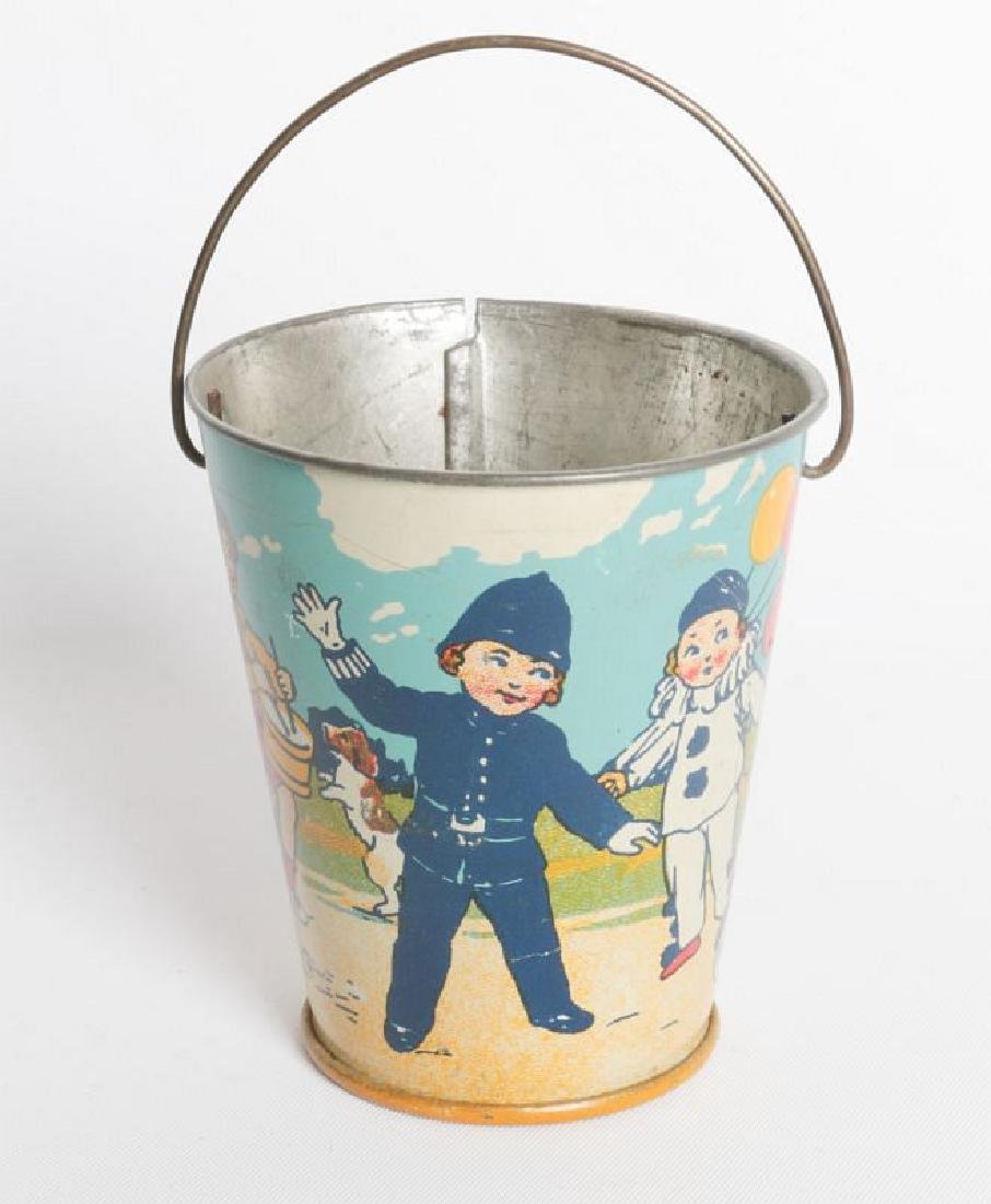A CIRCA 1920 MINIATURE TIN LITHO CHILD'S SAND PAIL - 4
