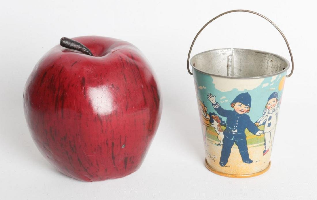 A CIRCA 1920 MINIATURE TIN LITHO CHILD'S SAND PAIL - 5