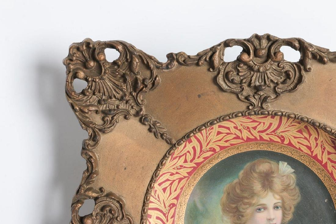 AN ORNATELY FRAMED TIN LITHO VIENNA ART PLATE - 2