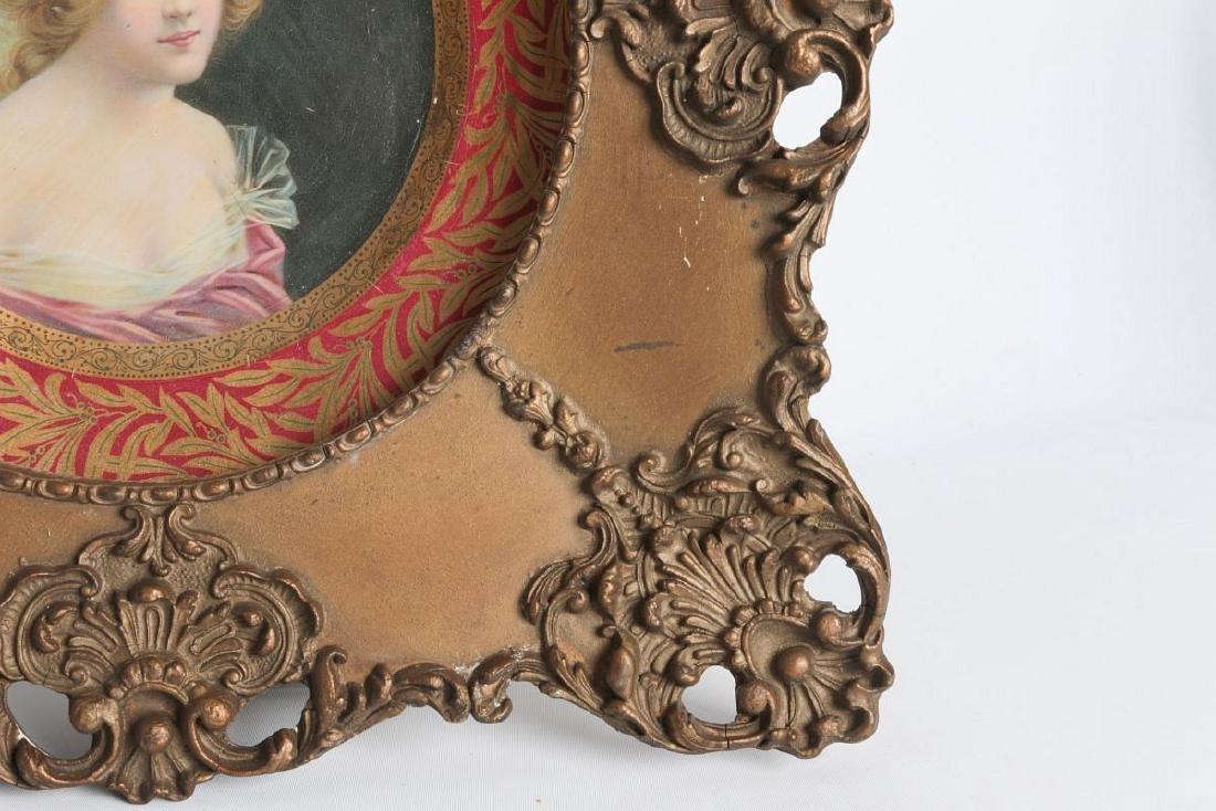 AN ORNATELY FRAMED TIN LITHO VIENNA ART PLATE - 4