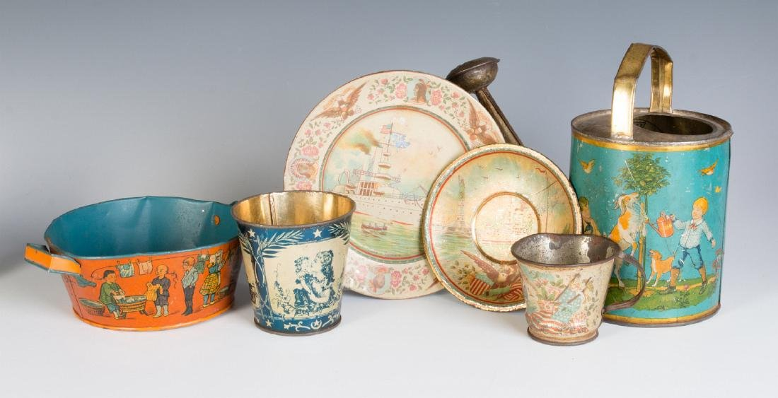A GROUP OF TIN LITHO CHILDREN'S DISHES AND TOYS