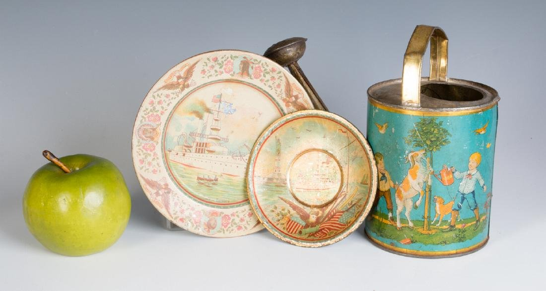 A GROUP OF TIN LITHO CHILDREN'S DISHES AND TOYS - 7