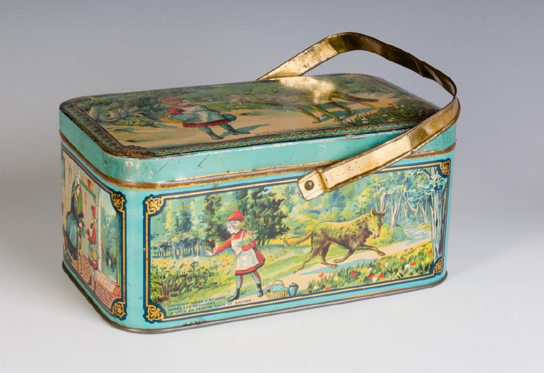 AN ANTIQUE FRENCH TIN LITHO CHILD'S LUNCH TIN