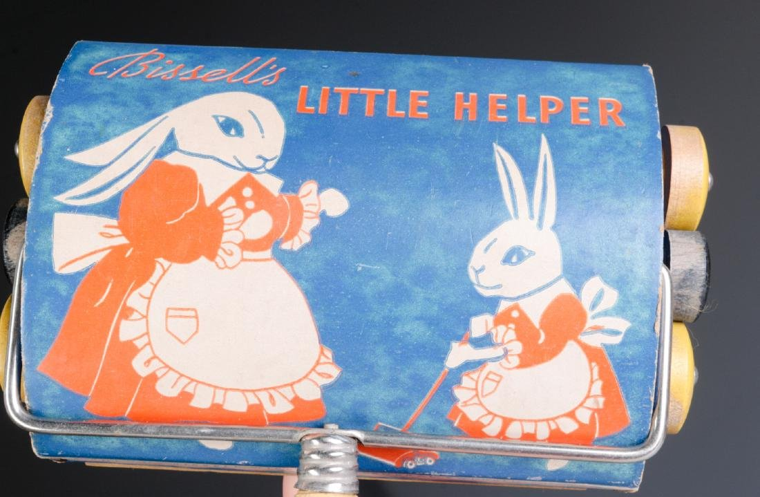 VINTAGE TIN LITHO CHILD'S SWEEPER AND DUST PAN - 2