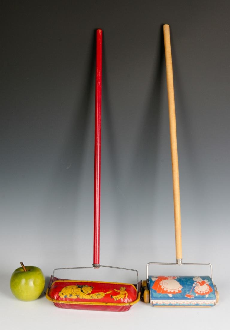 VINTAGE TIN LITHO CHILD'S SWEEPER AND DUST PAN - 5