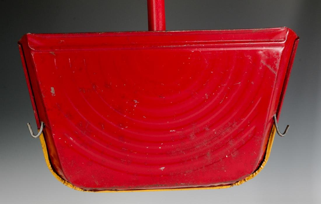 VINTAGE TIN LITHO CHILD'S SWEEPER AND DUST PAN - 7
