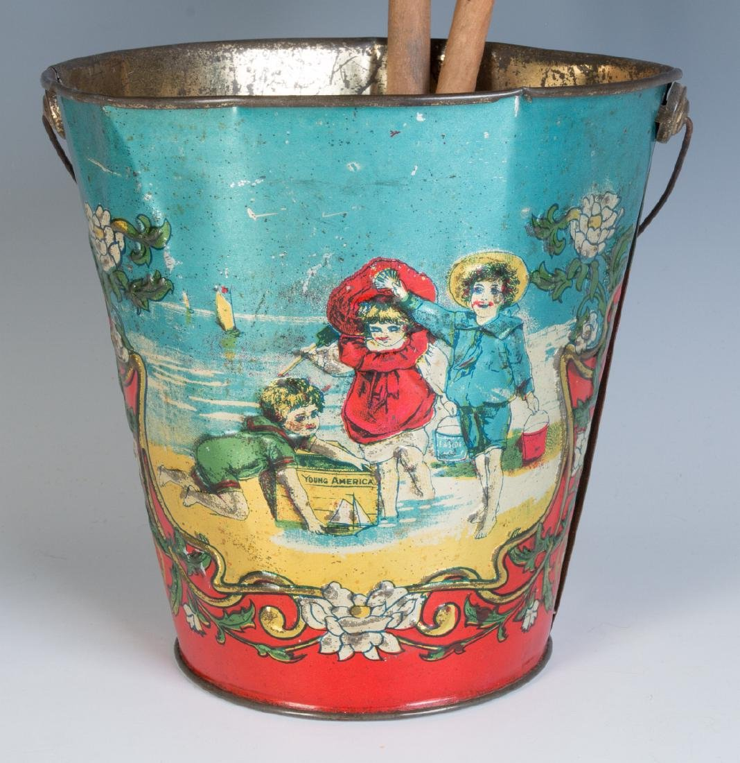 A 19TH CENTURY VICTORIAN SAND PAIL AND TWO SHOVELS - 3