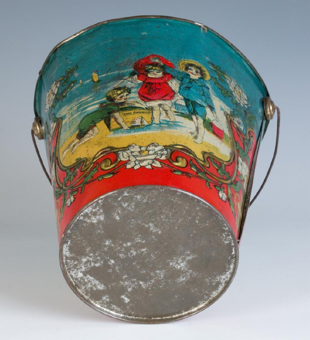 A 19TH CENTURY VICTORIAN SAND PAIL AND TWO SHOVELS - 5